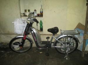 これが電動自転車、4月16日にレイコツアーの事務所にあった。運搬し、今は使用している。
