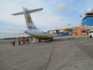島への飛行機、約40人乗りのプロペラ機、機体がよくなった?