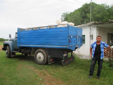 米を出荷するトラック