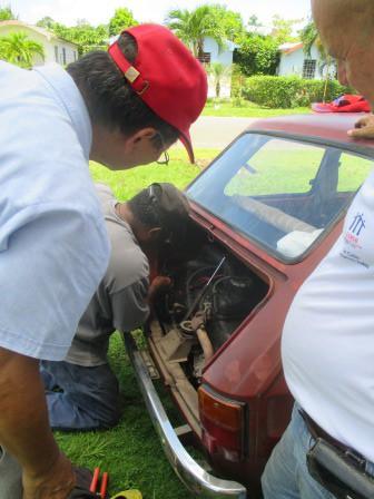 ノボルの車の修理、部品を集めて、直せる人に頼む。時間がかかる