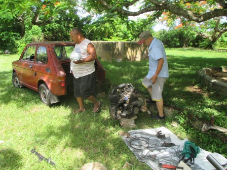 車の修理、発電するコイルの部品が壊れていた