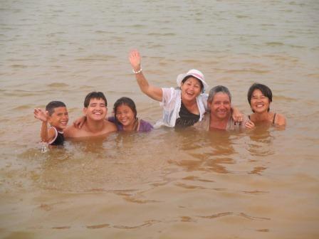 ヨシコの甥の誕生会、ため池で水浴び