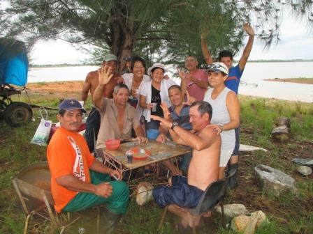 ヨシコの甥の誕生会、嵐の後での酔っ払いの集まりの写真