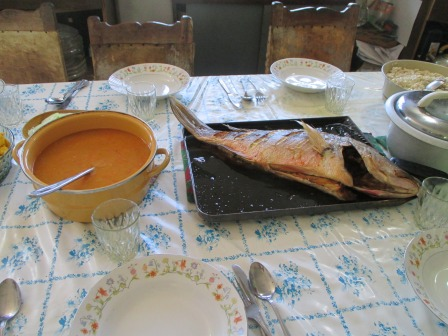 湊さんの家での料理、大きな鯛が出てきた
