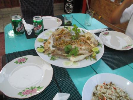 ノボルの家族とレストランで食事、鯛の蒸し焼き、大変うまかった