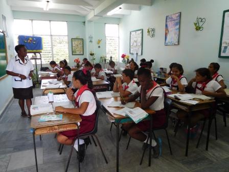 クバポン訪問団の視察先の小学校の授業風景