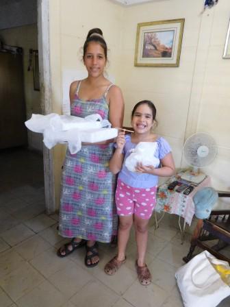 ベリンダ、イバニア姉妹からのガラス製のプレゼント、高価で割れやすい品物を